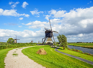 Windmill in Kinderdijk, UNESCO World Heritage Site, South Holland, The Netherlands, Europe