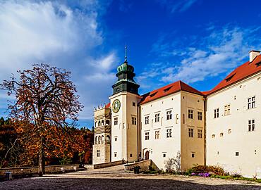 Pieskowa Skala Castle, Trail of the Eagles' Nests, Krakow-Czestochowa Upland or Polish Jura, Lesser Poland Voivodeship, Poland