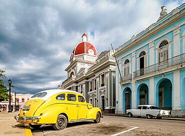 Vintage car at the Main Square and Palacio de Gobierno, Cienfuegos, UNESCO World Heritage Site, Cienfuegos Province, Cuba, West Indies, Caribbean, Central America