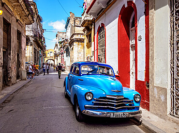 Vintage car in the street of La Habana Vieja, Havana, La Habana Province, Cuba, West Indies, Caribbean, Central America