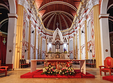 Cathedral Basilica of St. Lawrence, interior, Santa Cruz de la Sierra, Bolivia, South America