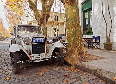 Vintage car on a cobblestone lane of the historic quarter, Colonia del Sacramento, Colonia Department, Uruguay, South America