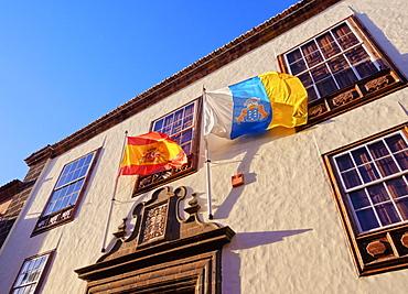 Casa Montanes, colonial house, Spanish and Canarian flags, San Cristobal de La Laguna, Tenerife Island, Canary Islands, Spain, Europe