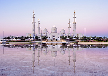 Sheikh Zayed bin Sultan Al Nahyan Grand Mosque at dawn, Abu Dhabi, United Arab Emirates, Middle East