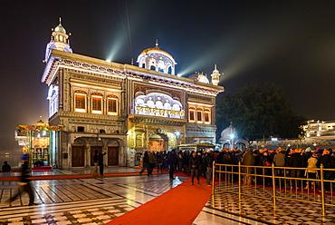 The Golden Temple at  night, Amritsar, Punjab, India, Asia