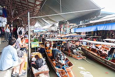 The Damnoen Saduak Floating River Market, Bangkok, Thailand, Southeast Asia, Asia