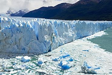 Detail of Perito Moreno Glacier in the Parque Nacional de los Glaciares (Los Glaciares National Park), UNESCO World Heritage Site, Patagonia, Argentina, South America