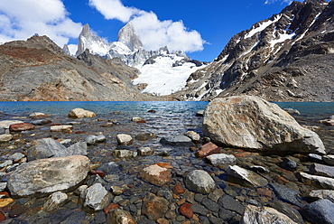 Stones seen through the water of Lago de los Tres featuring Monte Fitz Roy in the background. Monte Fitz Roy, Patagonia, Argentina, South America