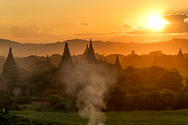 Sunset in Bagan (Pagan), Myanmar (Burma), Asia
