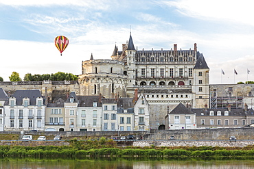 Hot-air balloon in the sky above the castle, Amboise, UNESCO World Heritage Site, Indre-et-Loire, Loire Valley, France, Europe
