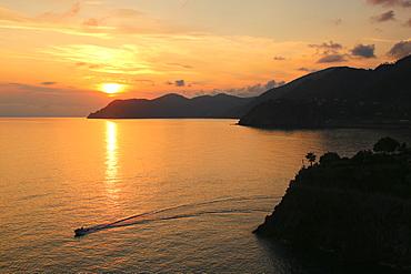 Coast of Italy near Manarola, Cinque Terre, UNESCO World Heritage Site, Liguria, Italy, Europe