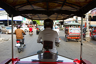 A passenger's view of a Tuk-tuk driver on the streets of Phnom Penh, Cambodia, Indochina, Southeast Asia, Asia