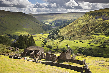 The ruins of Crackpot Hall overlooking the Kisdon Gorge, Kisdon Valley near Keld, Swaledale, Yorkshire Dales, North Yorkshire, England, United Kingdom, Europe