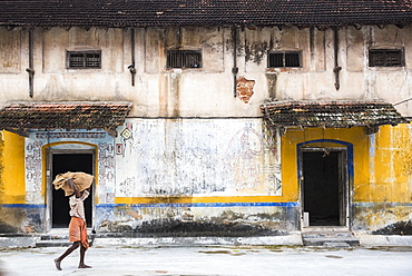 Man carrying a sack of ginger, Fort Kochi (Cochin), Kerala, India, Asia
