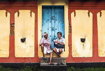 Indian street scene outside a temple, Fort Kochi (Cochin), Kerala, India, Asia
