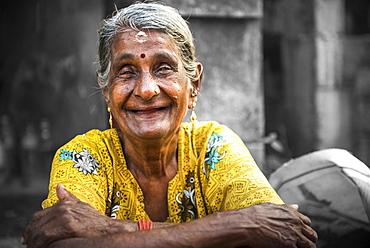 Portrait of an Indian woman, Fort Kochi (Cochin), Kerala, India, Asia