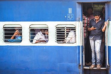 Train, Kochi (Cochin), Kerala, India, Asia