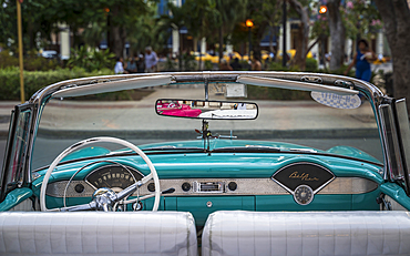 Vintage American taxi car interior, Havana at dusk, La Habana, Cuba, West Indies, Caribbean, Central America