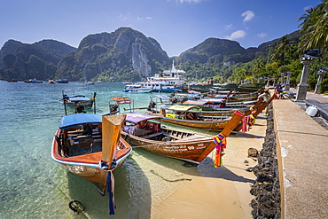 Maya Bay with long-tail boats, Phi Phi Lay Island, Krabi Province, Thailand, Southeast Asia, Asia
