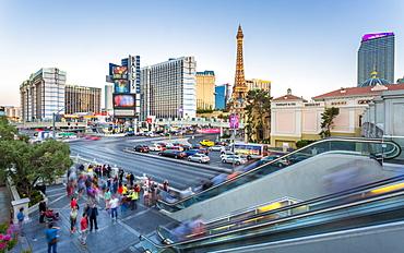 View of the Paris Eiffel Tower and Ballys Hotel and Casino, The Strip Las Vegas Boulevard, Las Vegas, Nevada, United States of America, North America