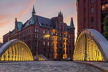 View from the Neuerwegsbrucke to the Sandtorkai-Hof building at the Speicherstadt (Warehouse Complex) at sunset, Hamburg, Germany, Europe