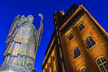 St. Ansgar Statue and Haus der Patriotischen Gesellschaft at Trostbruecke at dusk, Hamburg, Germany, Europe