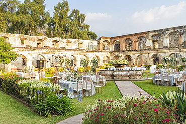Ruins of the inner courtyard of the Santa Clara Convent in Antigua, UNESCO World Heritage Site, Guatemala, Central America
