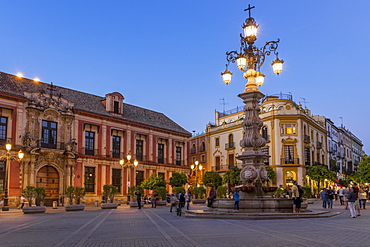 Virgen de los Reyes Square at dusk, Seville, Andalusia, Spain, Europe