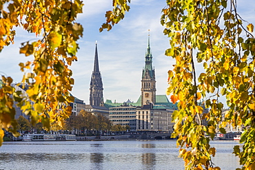 View from the Inner Alster (Binnenalster) to the town hall and St. Nicholas' Church during autumn, Hamburg, Germany, Europe
