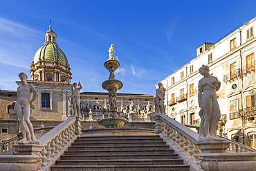 The Praetorian Fountain (Fontana Pretoria) and San Giuseppe dei Padri Teatini Church, Palermo, Sicily, Italy, Europe