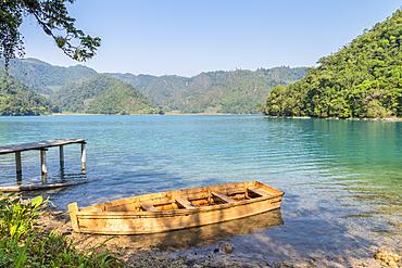 Small boat moored at Laguna Brava (Lake Yolnajab) (Lake Yolnabaj), Yalambojoch, Nenton, Huehuetenango, Guatemala, Central America