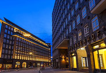 Illuminated Chilehaus and Sprinkenho, part of the Kontorhausviertel, UNESCO World Heritage Site, Hamburg, Germany, Europe