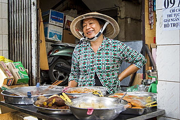 Chinatown street vendor smiling, Ho Chi Minh City, Vietnam, Indochina, Southeast Asia, Asia
