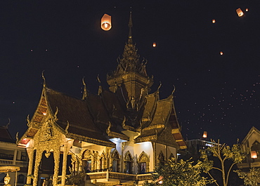 Releasing lanterns, Yee Peng and Loy Krathong Festival in Chiang Mai, Thailand, Southeast Asia, Asia