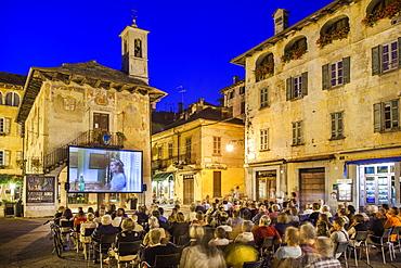 Outdoor cinema, Piazza Motta, Orta San Giulio, Piemonte (Piedmont), Italy, Europe