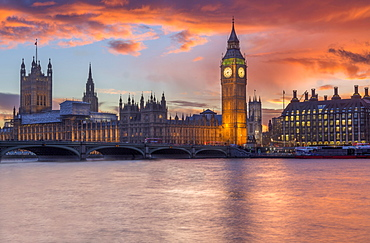 Houses of Parliament at sunset, UNESCO World Heritage Site, Westmister, London, England, United Kingdom, Europe