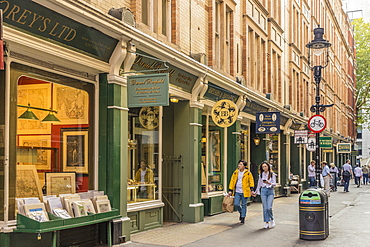 A traditional street scene in Covent Garden, London, England, United Kingdom, Europe