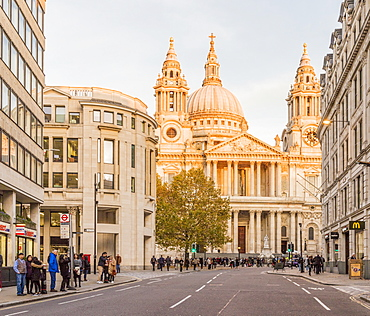 St. Paul's Cathedral, in afternoon sunlight, in the City of London, London, England, United Kingdom, Europe
