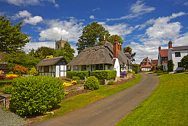 The classic English village of Welford-on-Avon with the thatched Ten Penny cottage alongside Boat Lane.