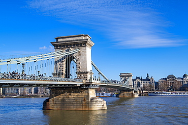 The Chain Bridge spanning the River Danube, UNESCO World Heritage Site, Budapest, Hungary, Europe
