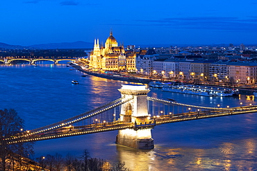 View over Danube River with Chain Bridge and Parliament, UNESCO World Heritage Site, Budapest, Hungary, Europe