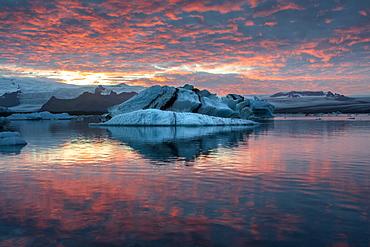 Incredible sunset in winter above Jokulsarlon Glacial Lagoon, Jokulsarlon, South Iceland, Iceland, Polar Regions