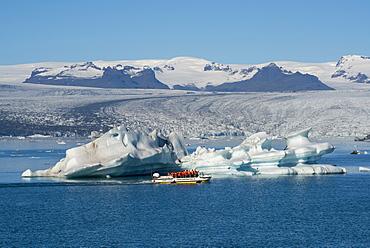 Jokulsarlon Glacier Lagoon with boat tour, with Breidamerkurjokull Glacier behind, South East Iceland, Iceland, Polar Regions