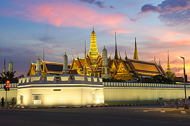Grand Palace and Wat Phra Kaew (Temple of the Emerald Buddha) at night, Bangkok, Thailand, Southeast Asia, Asia
