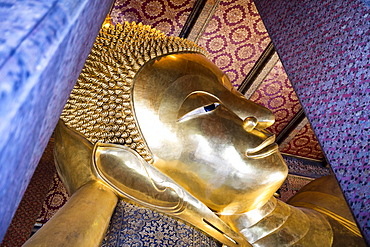 Reclining Buddha at Wat Pho (Wat Phra Chetuphon) (Temple of the Reclining Buddha), Bangkok, Thailand, Southeast Asia, Asia