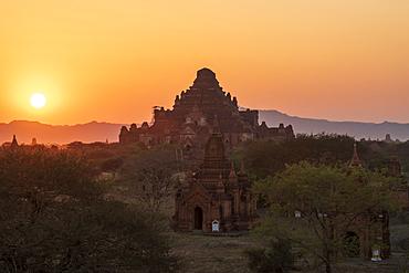 Sunset above Stupas in Bagan (Pagan), Myanmar (Burma), Asia