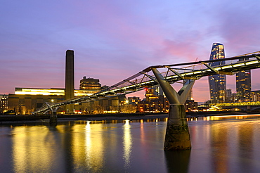 Millennium Bridge and the Tate Modern Gallery across the River Thames, London, England, United Kingdom, Europe