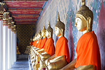 Gold Buddha statues in Wat Arun (The Temple of Dawn), Bangkok, Thailand, Southeast Asia, Asia