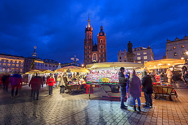 Christmas stalls at night with Saint Mary's Basilica, Market Square, UNESCO World Heritage Site, Krakow, Poland, Europe