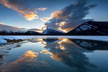 Winter reflections of Mount Rundle, Vermilion Lakes in the Canadian Rocky Mountains, Banff National Park, UNESCO World Heritage Site, Alberta, Canada, North America